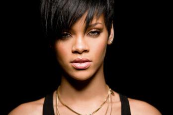 Rihanna_2009_LG12
