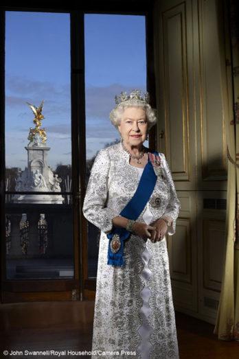 Elizabeth II (Élisabeth II) of Canada
