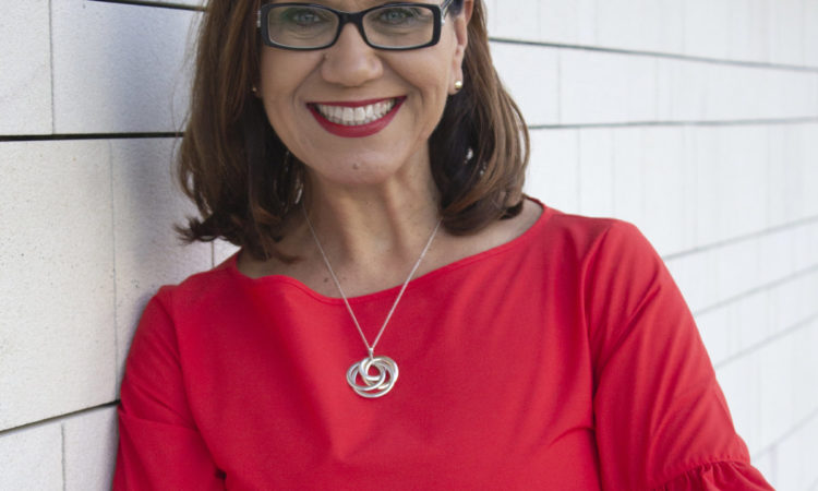 rsz_anitaheiss-3465_midshot_red_white